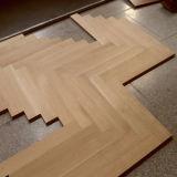 Plancher conçu en bois de chêne de parquet en arête de poisson