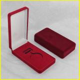 Roter rechteckiger Samt-Medaillen-Kasten