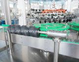 シーリング機械を満たすガラスビンの炭酸塩化された飲み物