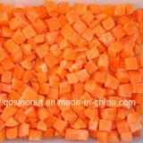 Gefrorene Karotte würfelt