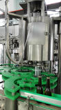 Linha de produção tampando de enchimento da cerveja