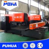 Máquina automática da imprensa de perfuração do CNC com trabalho feito com ferramentas
