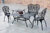 Tabela e cadeiras ao ar livre da diferença do beira-mar da mobília nenhuns coxins