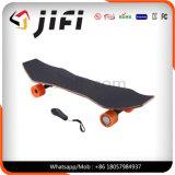 Vier Rad-Skateboard-Stoß-Vorstand mit entfernt