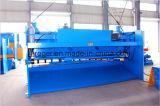 El pelar plateado de metal de la guillotina hidráulica y cortadora