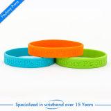 Wristband poco costoso su ordinazione del silicone di Debossed per il ricordo