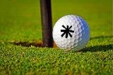 A esfera de golfe plástica carimba em volta do diâmetro 12mm, o melhor presente para o jogador de golfe