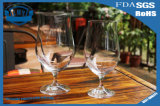 Gobelet en verre de luxe romantique. Verre à vin rouge
