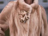 Manteau de fourrure de mode pour femme avec découpage de fourrure