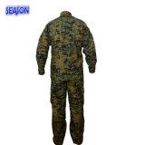 Les militaires de procès d'armée de procès de formation camouflent les uniformes estampés