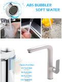 Белым покрашенный цветом латунный самомоднейший Faucet смесителя кухни