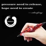 Più nuovi allievi dei filatori di irrequietezza della mano di disegno che scrivono penna