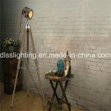De uitstekende Bevindende Staand lamp van de Driepoot van de Vorm van de Schijnwerper Wood&Steel voor Binnenhuisarchitectuur
