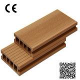 Composto plástico de madeira