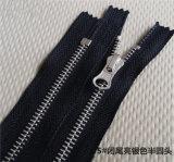 Unsichtbarer Reißverschluss für Kleid