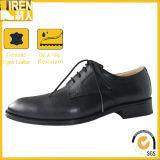 黒い軍服の革靴