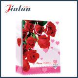Sac de papier de roses du jour de Valentine de papier en ivoire de cadeau rouge d'achats