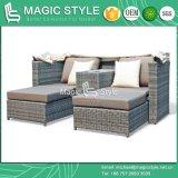傘のデッキ2-Seaterのベッドのテラスの柳細工の日曜日のベッド(魔法様式)が付いている多機能のテラスの寝台兼用の長椅子