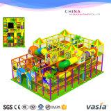 Brinquedos internos do campo de jogos das crianças do tema da selva