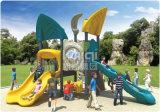 Campo da giuoco esterno di plastica popolare residenziale di formato medio di Kaiqi con le trasparenze e gli scalatori del favorito dei bambini