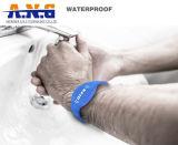 13.56MHz fertigen Ntag213 SilikonRFID Wristband kundenspezifisch an
