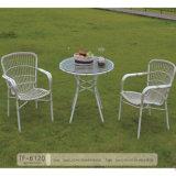 良質の白い庭の柳細工の藤のテラスの家具