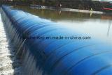 Vullen van het water en Water die RubberDijk vullen
