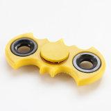 El girocompás de la yema del dedo del juguete releva a hilandero de la persona agitada de la mano del dedo de la tensión