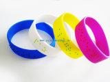 Bracelet adapté aux besoins du client de silicone avec le logo