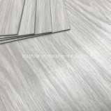 Mattonelle di pavimentazione laminate PVC di plastica antisdrucciolevoli del pavimento del rivestimento UV