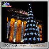 屋外の金属線の装飾の雪片ライトクリスマスツリー