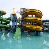 Campo de jogos interativo médio da água