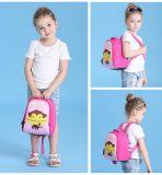 Petits gosses et sac d'école de sac à dos de dessin animé d'enfant en bas âge