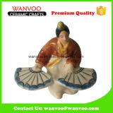 Donna in Figurine di ceramica del vestito lungo per l'ornamento della casa della decorazione