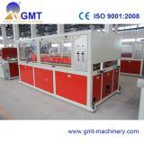 Producción plástica del perfil compuesto plástico de madera que saca haciendo la máquina