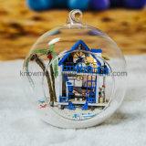 Juguete de madera Dollhosue del cabrito DIY de la Feliz Año Nuevo 2017 con el mar Mini-Romántico de Agan de la bola de cristal