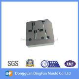 挿入型のための高精度の自動車CNCの機械化の部品