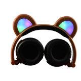 Cuffie sveglie dei trasduttori auricolari dell'orecchio dell'orso dei capretti del fumetto