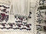 Gestrickter Gewebe-Pullover für Frauen mit Häkelarbeit und spezieller Stickerei