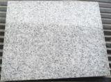 Pierre normale de la Chine coupée pour classer les tuiles blanches de granit de perle