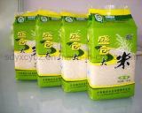 Мешок риса упаковывая