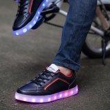 普及した男女兼用のLace-up偶然靴の女性の人LEDはライトに中国製蹄鉄を打つ