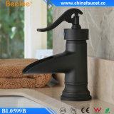 Rubinetto del bacino della cascata del bambù nero del globo della stanza da bagno di Beelee