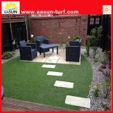 La hierba artificial de la buena calidad para la decoración del jardín, césped sintetizado, se divierte la hierba