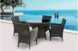 4개 + 1개의 등나무 옥외 테이블 및 의자