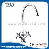 Le double de polissage de bassin de chrome traite les robinets en laiton de mélangeur de cuisine d'évier