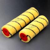 Il colore giallo nero mette a nudo il rullo di vernice acrilica
