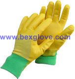 Малыши работая перчатка сада