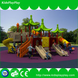 Form-Kind-Plastikplättchen-Spiel-im Freienspielplatz
