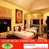 Het Meubilair van de luxe, de Klassieke Houten Ontwerp Weerspiegelde Italiaanse Provinciale Slaapkamer van het Hotel